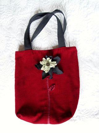 Crvena torba cvijet ispred [Rezolucija ekrana]